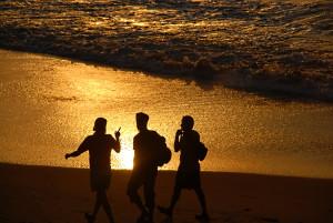 walking-on-sand-1579016-1278x855